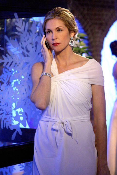 Erhält eine schockierende Nachricht: Lily (Kelly Rutherford) ... - Bildquelle: Warner Brothers