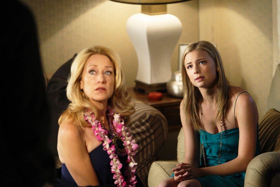 Ist die Hochzeit von Rebecca (Emily VanCamp, r.) und Justin tatsächlich geplatzt? Holly (Patricia Wettig, l.) versucht zu vermitteln ... - Bildquelle: 2009 American Broadcasting Companies, Inc. All rights reserved.