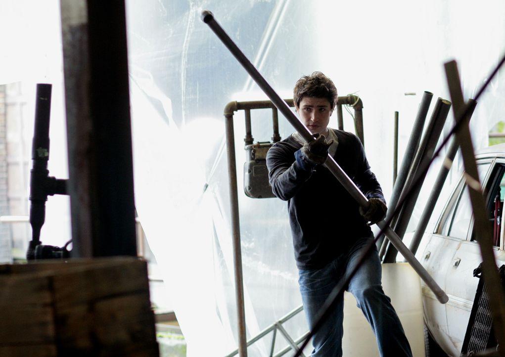 Kyle (Matt Dallas) hat erkannt, dass er sein Schicksal annehmen muss. Verbissen trainiert er nun seine Fähigkeiten ... - Bildquelle: TOUCHSTONE TELEVISION