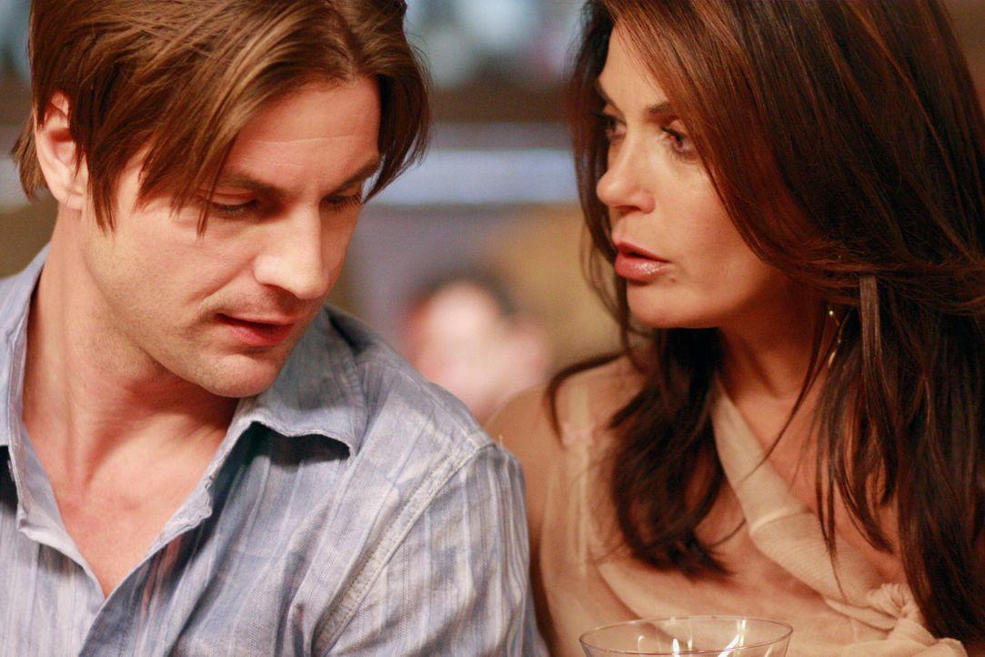 In Susans (Teri Hatcher, r.) Leben hat sich einiges verändert - sie hat einen neuen Mann (Gale Harold, l.) an ihrer Seite, von dem niemand etwas wis... - Bildquelle: ABC Studios