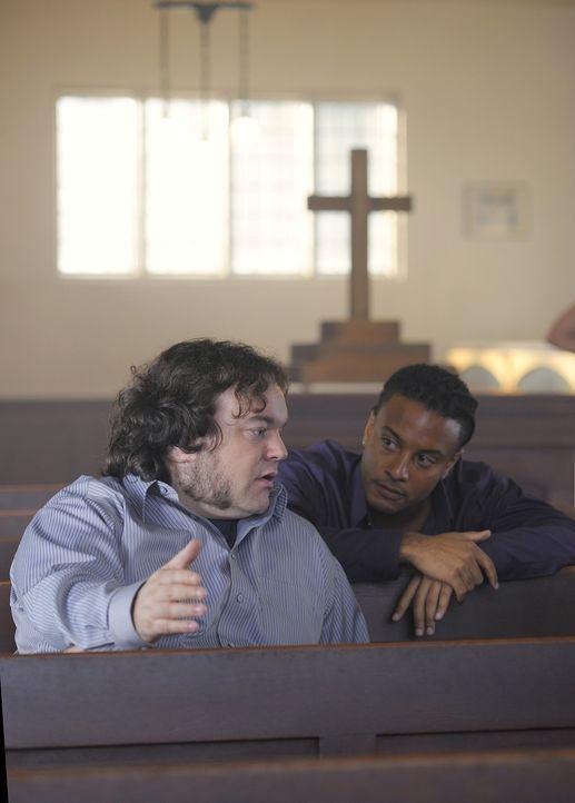 Malcolm (Chris Gauthier, l.) und Danny (Brandon Jay McLaren, r.) machen sich Sorgen um ihren Kumpel Booth, denn er ist seit gestern spurlos verschwu... - Bildquelle: 2009 CBS Studios Inc. All Rights Reserved.