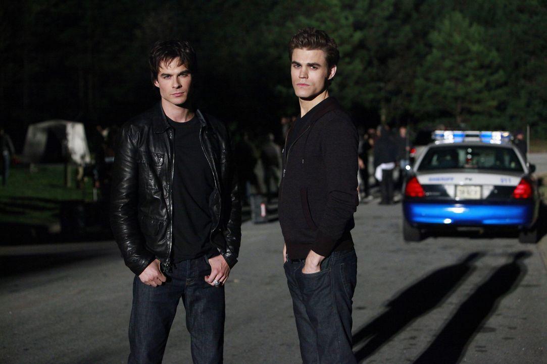 """Bei den Dreharbeiten zu """"Vampire Diaries"""": Ian Somerhalder (l.) und Paul Wesley (r.) - Bildquelle: Warner Brothers"""