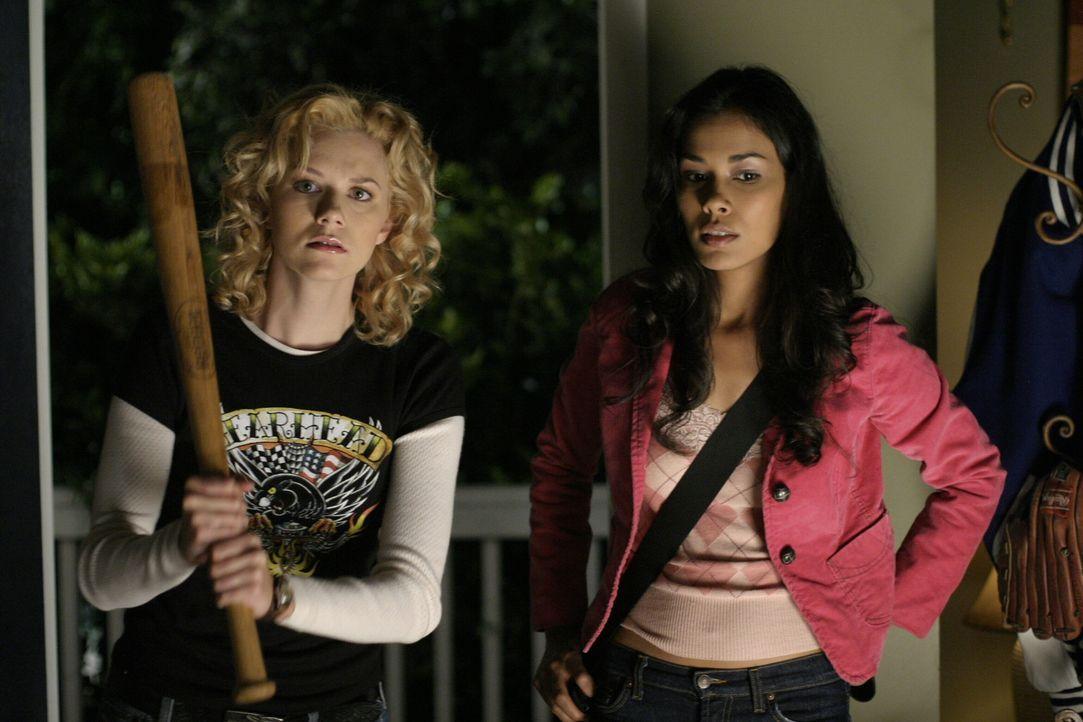 Bei Haley findet eine Pyjamaparty statt. Da dürfen Peyton (Hilarie Burton, l.) und Anna (Daniella Alonso, r.) natürlich nicht fehlen ... - Bildquelle: Warner Bros. Pictures