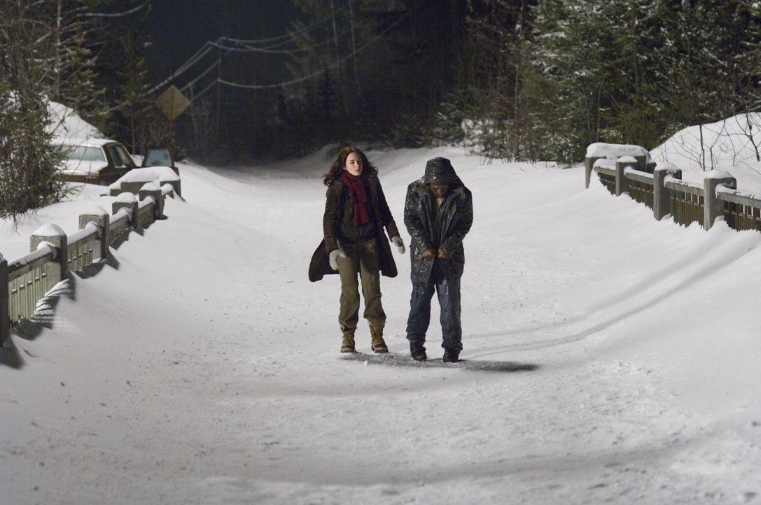 Um Weihnachten bei ihrer Familie zu verbringen, nutzt eine Collegestudentin (Emily Blunt, l.) eine Mitfahrgelegenheit. Leider entpuppt sich das Auto... - Bildquelle: 2007 TriStar Pictures, Inc. All Rights Reserved.