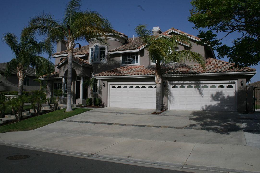 Werden sich Tarek und Christina mit einer Villa in einem angesehenen Viertel übernehmen? - Bildquelle: 2015,HGTV/Scripps Networks, LLC. All Rights Reserved