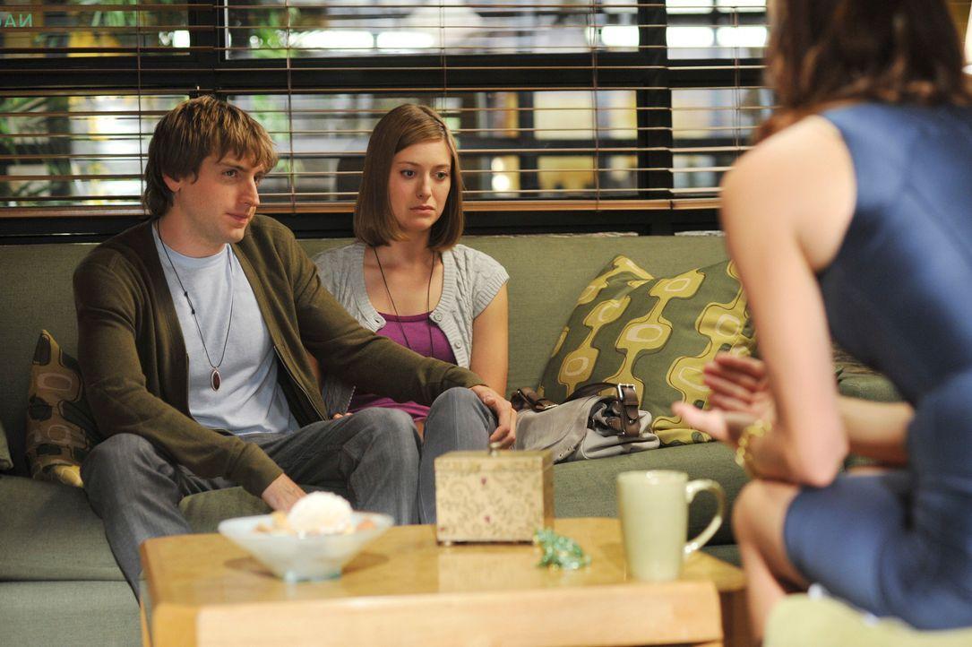 Brian (Fran Kranz, l.) und Lisa (Zoe Perry, M.) wollen unbedingt ein Kind, doch es klappt einfach nicht. Da findet Addison (Kate Walsh, r.) heraus,... - Bildquelle: ABC Studios