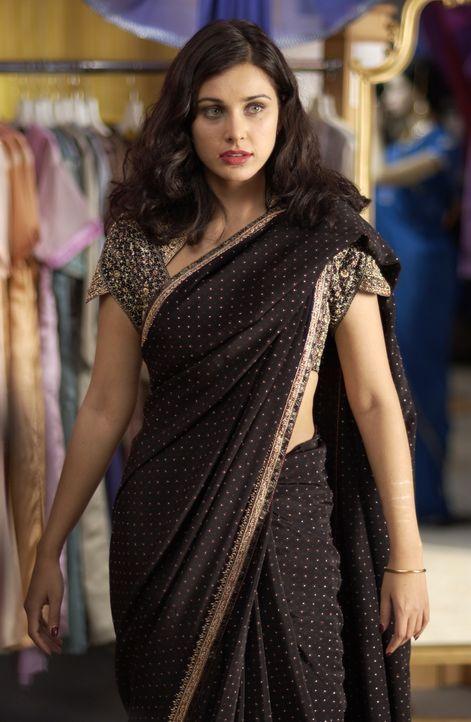 Sue (Lisa Ray) erklärt sich einverstanden, für Rahul eine Inderin zu spielen. Denn der junge Inder braucht möglichst schnell eine Ehefrau, damit sei... - Bildquelle: Universum Film