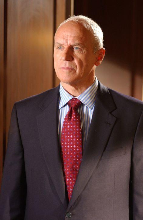 Schweren Herzens bittet Ryan Caleb (Alan Dale), einen Schritt auf Lindsay zuzugehen, da sie ihn unbedingt kennen lernen möchte ... - Bildquelle: Warner Bros. Television