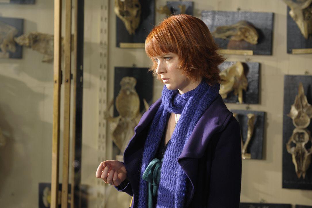 Nachdem Chloé (Odile Vuillemin) einen Brief aus der Vergangenheit bekommen hat, stellt der Fall auch sie vor einige Herausforderungen ... - Bildquelle: 2008 - Beaubourg Audiovisuel/BeFilms/RTBF (Télévision Belge)