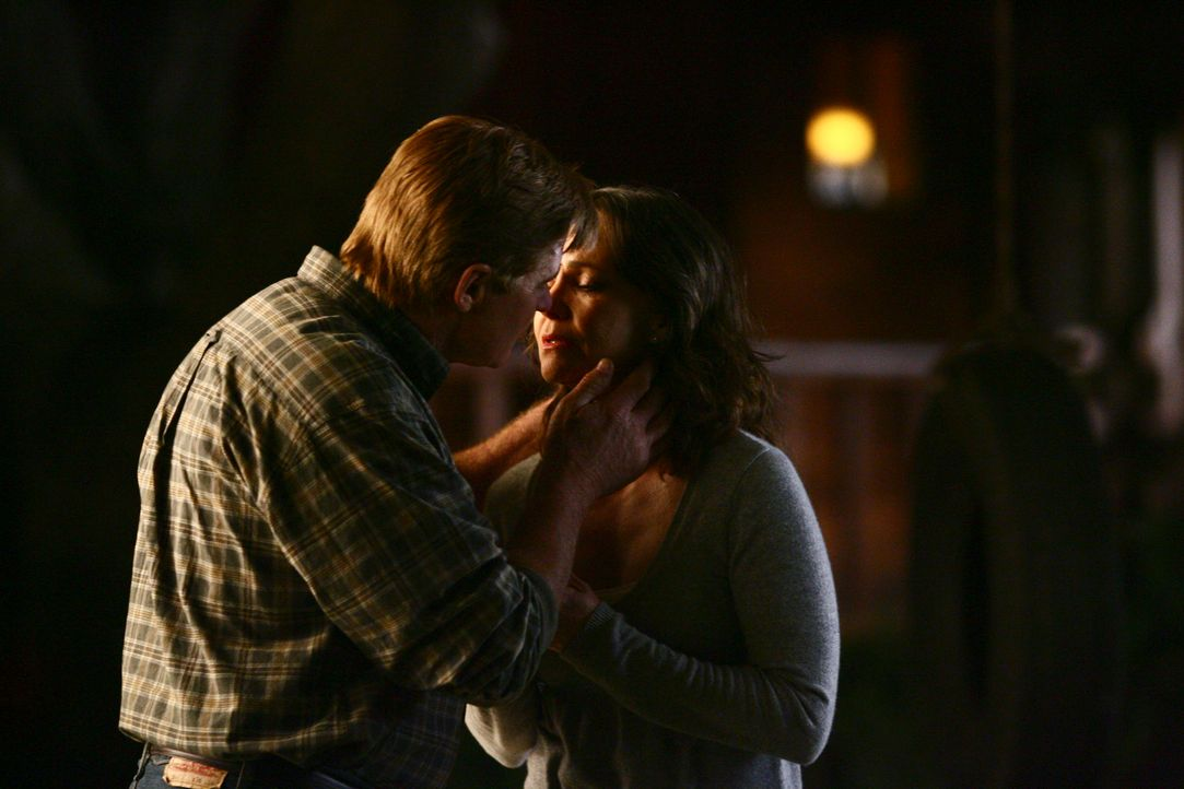 Hat ihre Liebe eine Chance?: Nora (Sally Field, r.) und David (Treat Williams, l.) ... - Bildquelle: Disney - ABC International Television