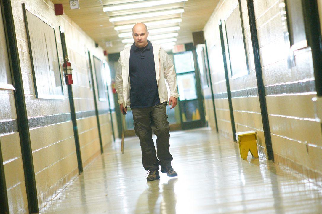 Mit Tötungsabsichten schreitet William Stankewicz den ganzen Tag in einer Schule entlang. Wird er wirklich die unschuldigen Kinder angreifen? - Bildquelle: Steven Lungley Cineflix 2014