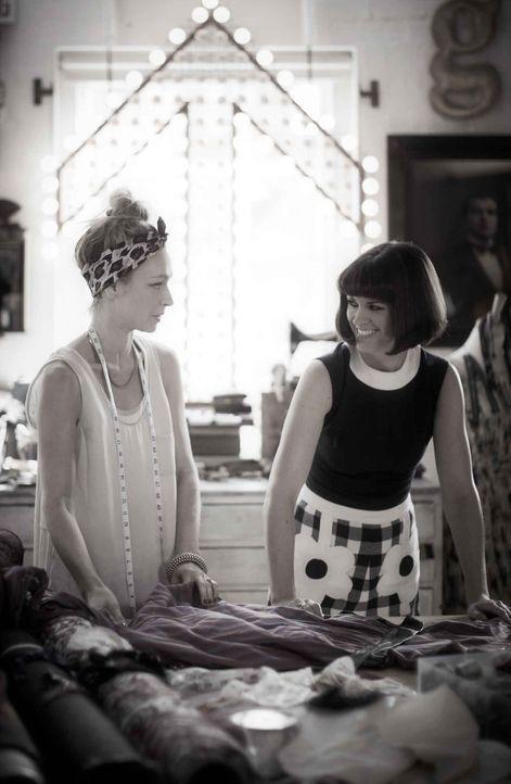 Mit Kleidungsstücken aus der Vergangenheit kann man den ersten Schritt zu einem einzigartigen Style gehen. Dawn O'Porter (r.) weiß, wie es geht ... - Bildquelle: Zodiak Rights 2013