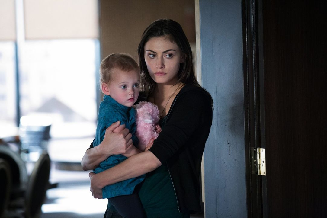 Die Familie Mikaelson trifft eine Entscheidung, die Hayleys (Phoebe Tonkin, r.) und Hopes Leben für immer verändern wird ... - Bildquelle: Warner Bros. Entertainment, Inc.