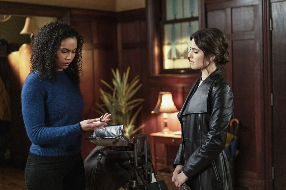 Macy Vaughn (Madeleine Mantock, l.); Abigael (Poppy Drayton, r.) - Bildquelle: Colin Bentley 2020 The CW Network, LLC. All Rights Reserved / Colin Bentley