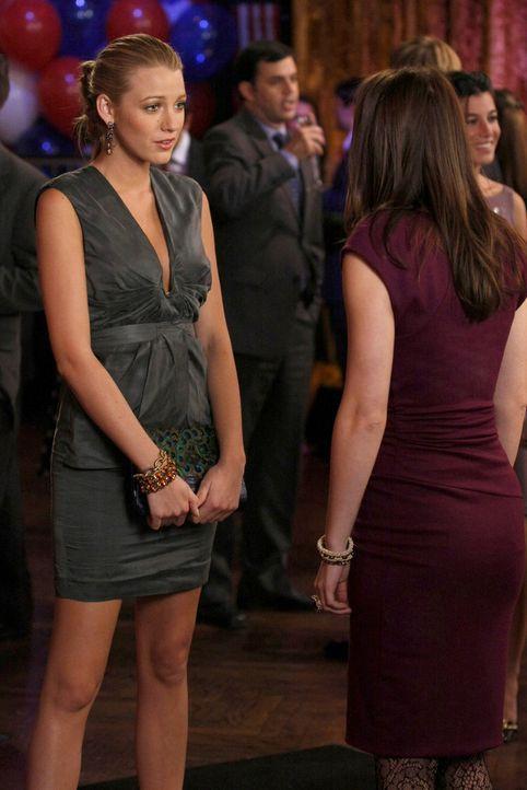 Hat die Freundschaft zwischen Serena (Blake Lively, l.) und Blair (Leighton Meester, r.) noch eine Chance? - Bildquelle: Warner Bros. Television