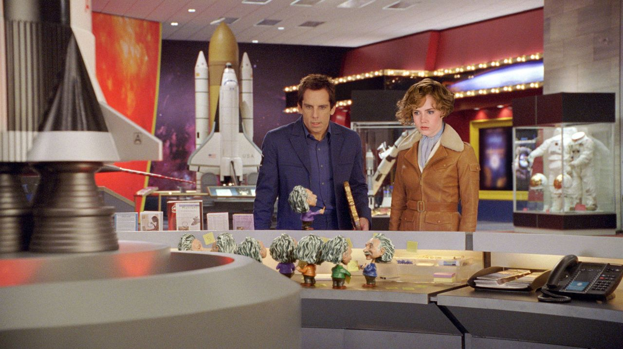 Larry Daley (Ben Stiller, l.); Amelia Earhart (Amy Adams, r.) - Bildquelle: 2009 Twentieth Century Fox Film Corporation. All rights reserved. Not for sale or duplication.
