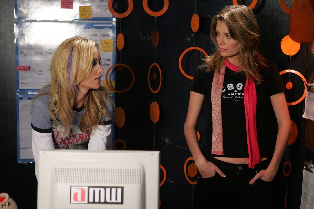 Die Freundschaft von Marissa (Mischa Barton, r.) und Alex (Olivia Wilde, l.) wird immer intensiver, denn die beiden verbringen viel Zeit miteinander... - Bildquelle: Warner Bros. Television