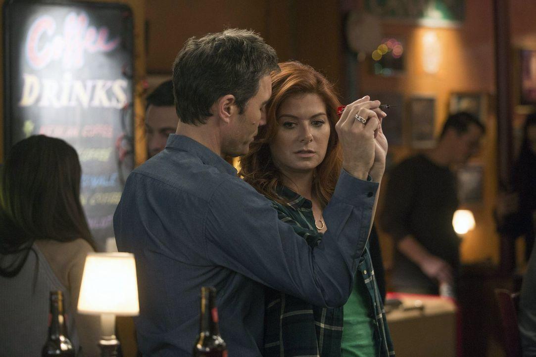 Kommen sich Andrew (Eric McCormack, l.) und Laura (Debra Messing, r.) wieder näher? - Bildquelle: Warner Bros. Entertainment, Inc.
