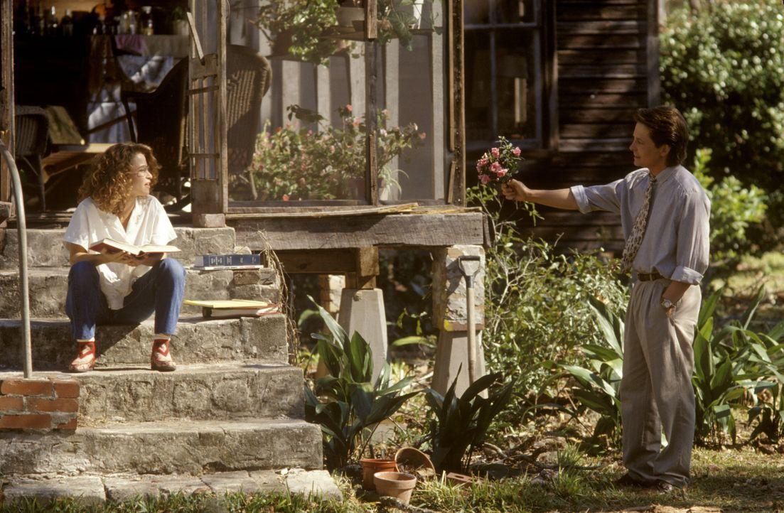 Der junge, ambitionierte Doktor Ben Stone (Michael J. Fox, r.) strandet in einem kleinen Örtchen und soll dort auch noch die Arztpraxis übernehmen.... - Bildquelle: Warner Bros.