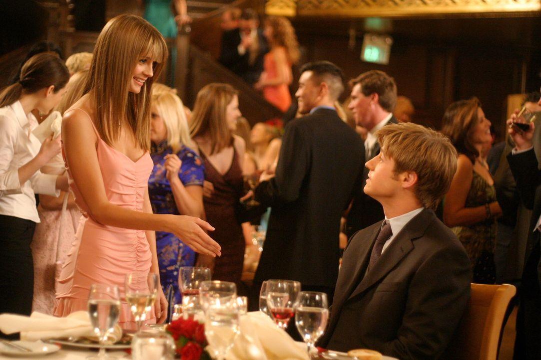 Marissa (Mischa Barton, l.) möchte wieder mit Ryan (Benjamin McKenzie, r.) zusammensein, aber er zeigt ihr nach dem Vorfall mit Oliver nur die kalt... - Bildquelle: Warner Bros. Television