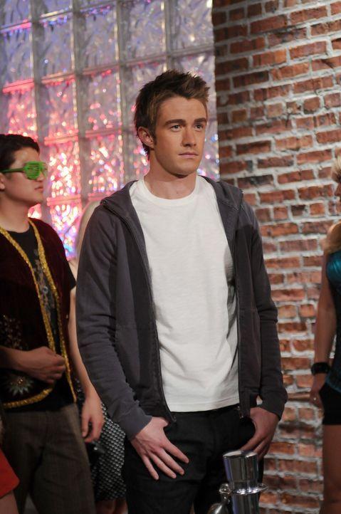 Nico nimmt die Verbindung zu Kirby (Robert Buckley) wieder auf und taucht in ein Leben ein, dass sie an ihre wilden Studentenjahre erinnert ... - Bildquelle: NBC, Inc.
