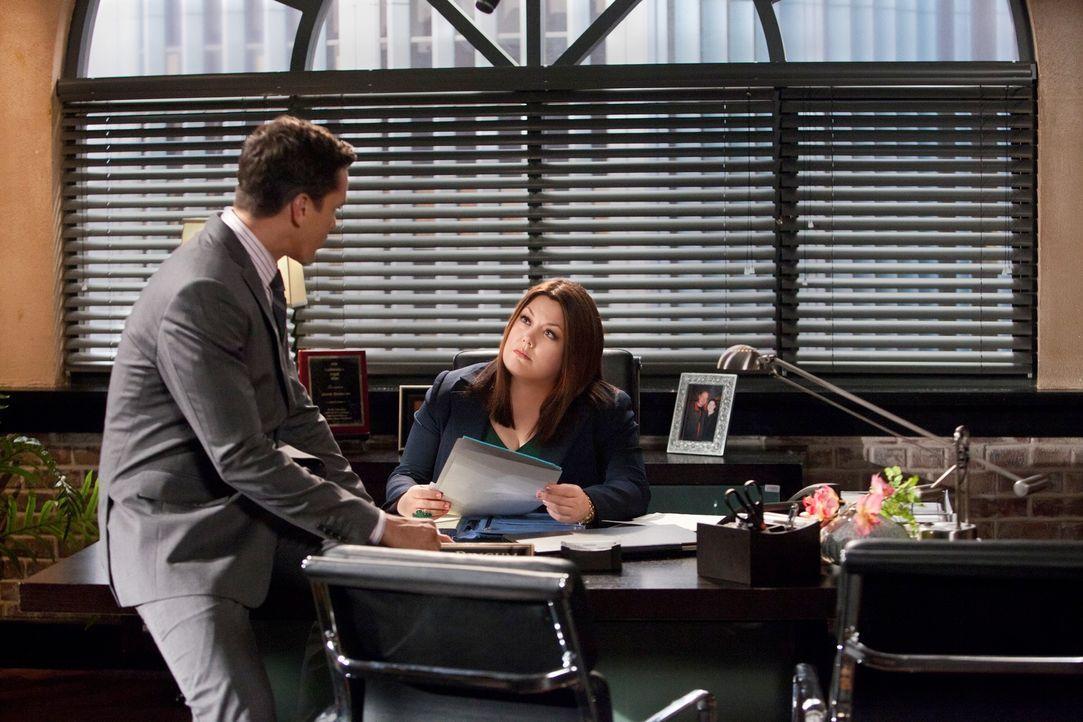 Der Fall an dem Jane (Brooke Elliott, r.) und Grayson (Jackson Hurst, l.) gemeinsam arbeiten, nimmt groteske Züge an ... - Bildquelle: 2012 Sony Pictures Television Inc. All Rights Reserved.