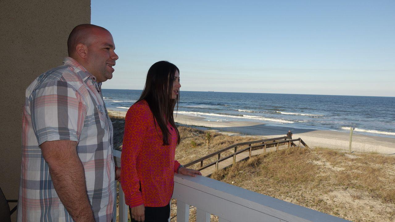 Frank (l.) und Daria (r.) suchen ein Haus, das einen direkten Zugang zum Strand hat - für nicht mehr als $375.000 ... - Bildquelle: 2014, HGTV/Scripps Networks, LLC. All Rights Reserved.