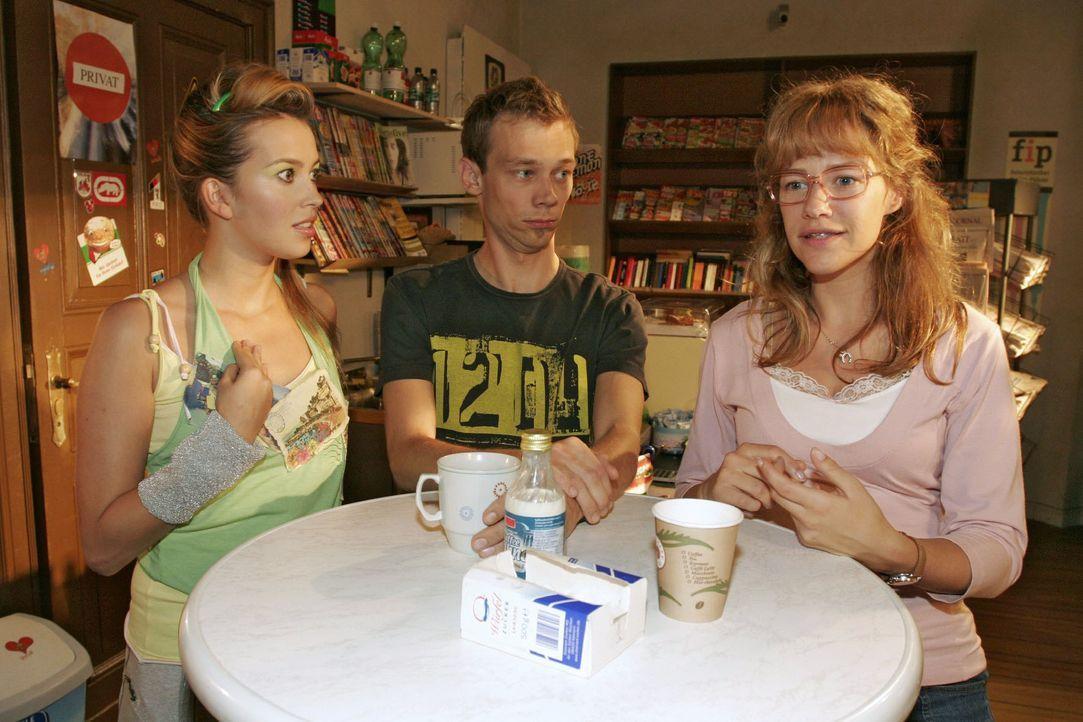 """Da staunt selbst Jürgen (Oliver Bokern, M.): Lisa (Alexandra Neldel, r.) möchte, dass Hannah (Laura Osswald, l.) Chefdesignerin von """"B.STYLE"""" wird.... - Bildquelle: Noreen Flynn SAT.1 / Noreen Flynn"""