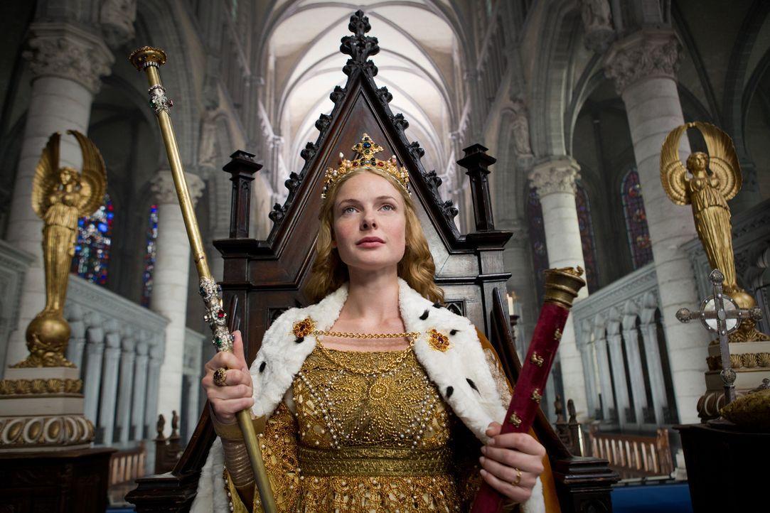 Als der Earl von Warwick ihren Mann vom Thron stoßen will, greift Queen Elizabeth (Rebecca Ferguson) zu spirituellen Kräften ... - Bildquelle: 2013 Company Television Limited LEGAL