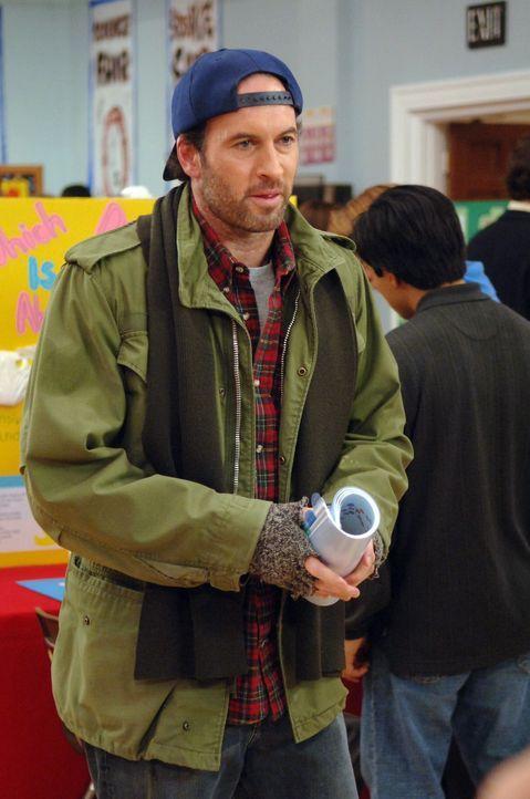 Luke (Scott Patterson) ist von der Neuigkeit, eine Tochter zu haben, ziemlich überrascht. Doch jetzt möchte er auch ein Vater sein ... - Bildquelle: Copyright Warner Brother International Television
