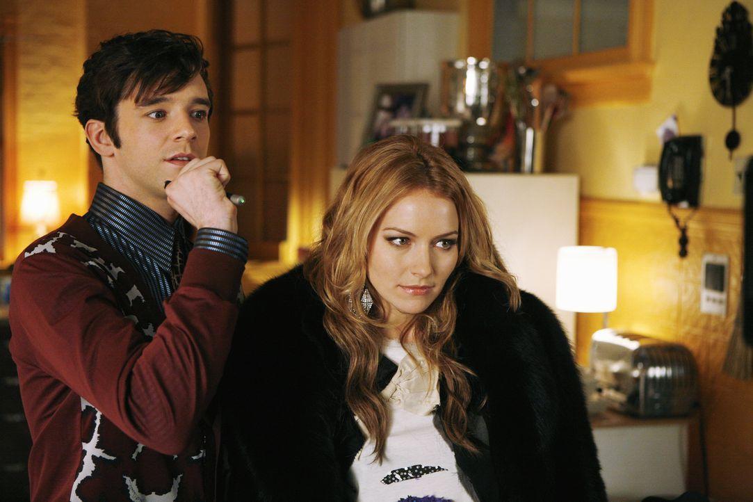 """Amanda (Becki Newton, r.) und Marc (Michael Urie, l.) wollen Betty """"sexifizieren"""", denn Betty trifft Matt schon über einen Monat, aber in Sachen Sex... - Bildquelle: 2008   ABC Studios"""