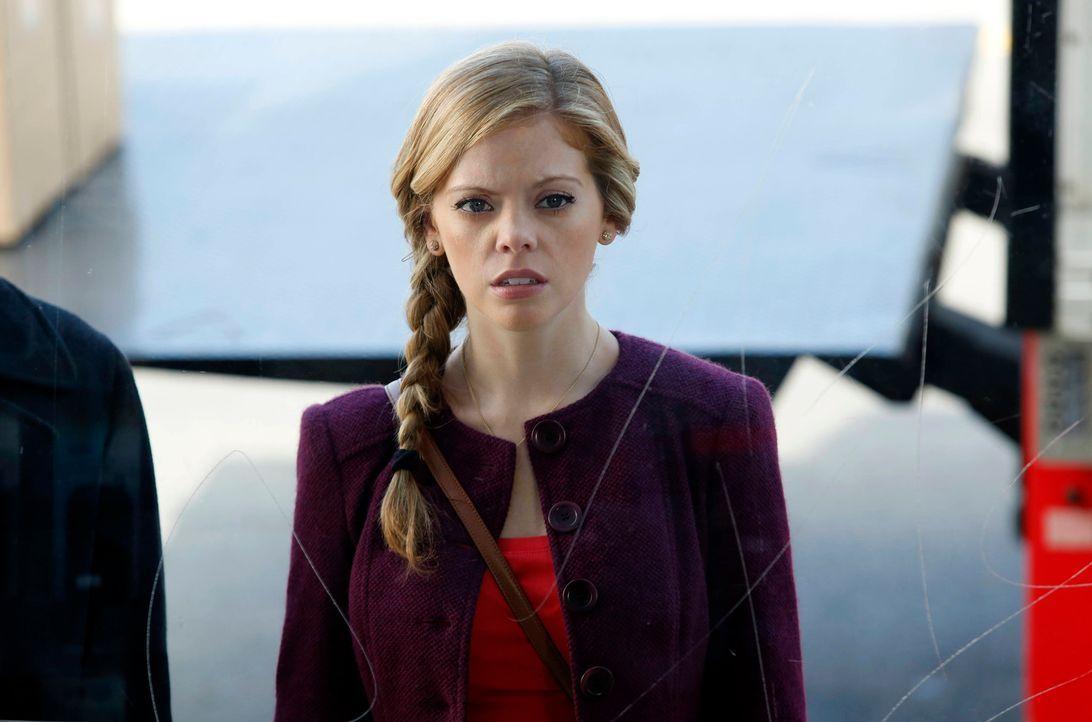 June (Dreama Walker) erkennt Chloe nicht wieder. Seitdem James eine neue Freundin hat und sie deshalb vernachlässigt, wird Chloe zu einer vollkomme... - Bildquelle: 2012 American Broadcasting Companies. All rights reserved.