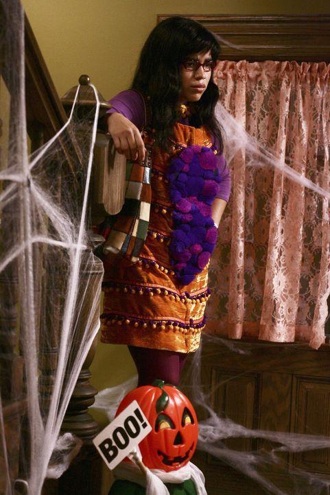 Es ist Halloween und Betty (America Ferrera) schmeißt sich in ein ziemlich albernes Schmetterlingskostüm ... - Bildquelle: Buena Vista International Television