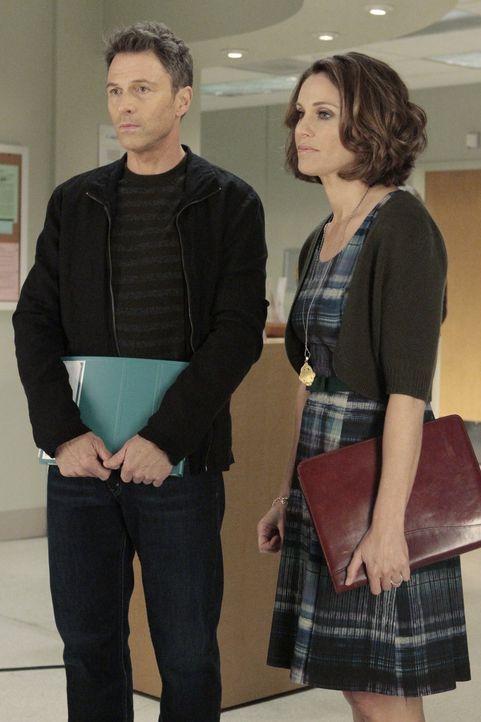 Während Pete (Tim Daly, l.) und Violet (Amy Brenneman, r.) ihre Beziehung retten wollen, haben Charlotte und Cooper Schwierigkeiten mit Mason zu spr... - Bildquelle: ABC Studios
