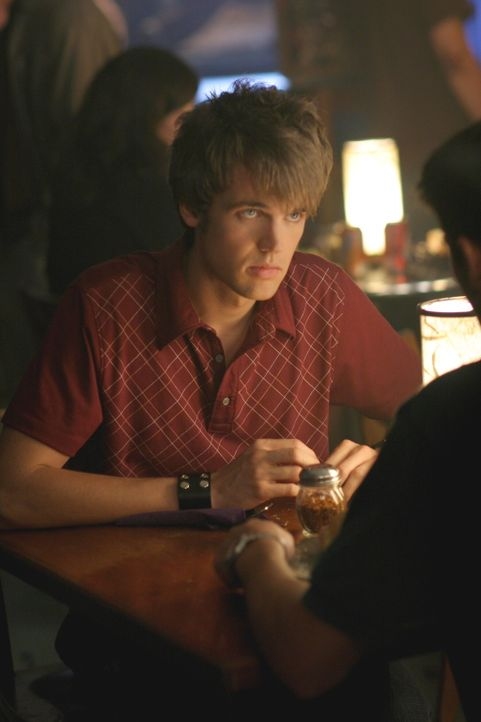 Weil Chris (Tyler Hilton) noch immer etwas von Haley will, nimmt er Nathans Bitte gerne an ... - Bildquelle: Warner Bros. Pictures