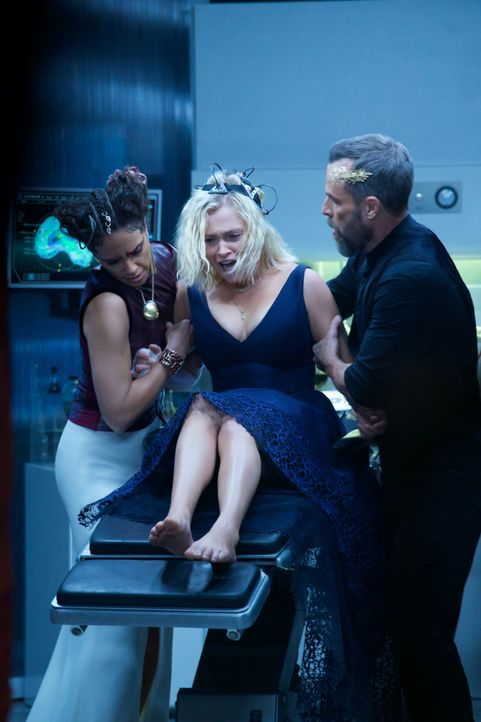 (v.l.n.r.) Dr. Simone Lightbourne VI (Tattiawna Jones); Clarke Griffin (Eliza Taylor); Russell Lightbourne VII (JR Bourne) - Bildquelle: Shane Harvey 2019 The CW Network, LLC. All Rights Reserved. / Shane Harvey