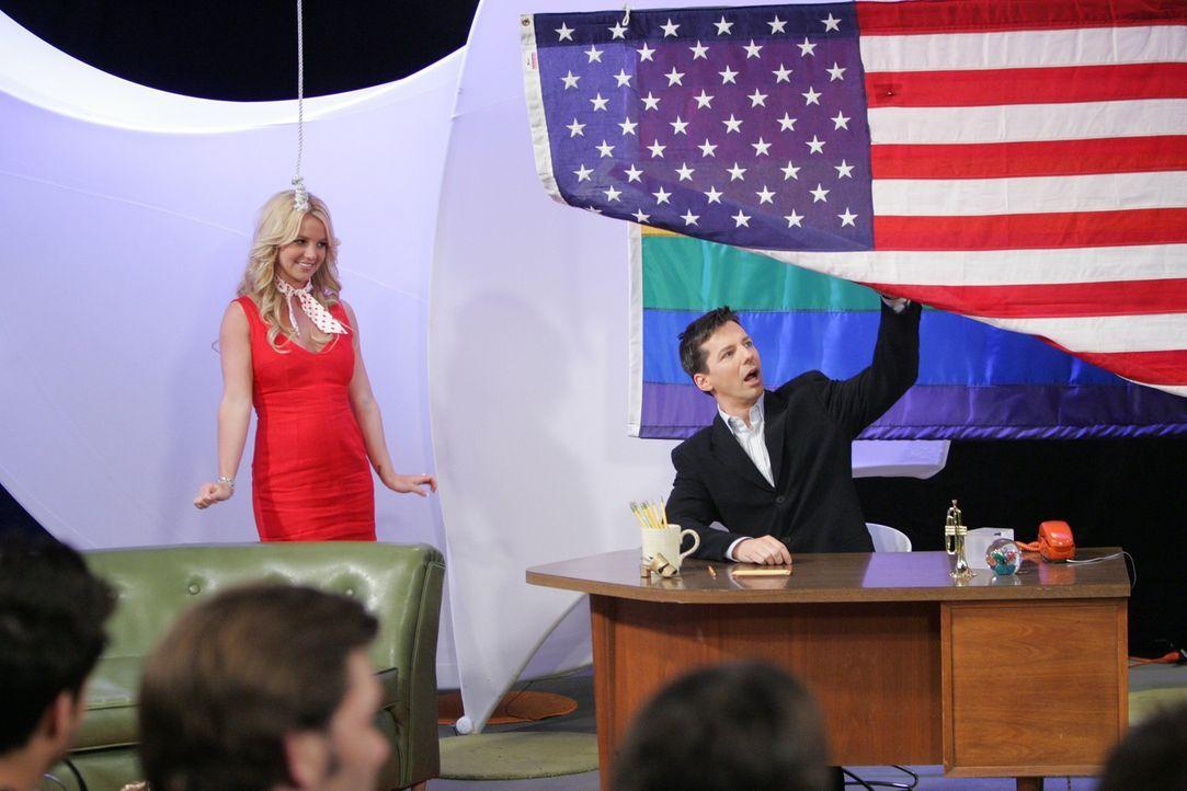 Während Jack (Sean Hayes, r.) mit seiner neuen Co-Moderatorin (Britney Spears, l.) zu kämpfen hat, sind bei Karen die Muttergefühle ausgebrochen und... - Bildquelle: Chris Haston NBC Productions