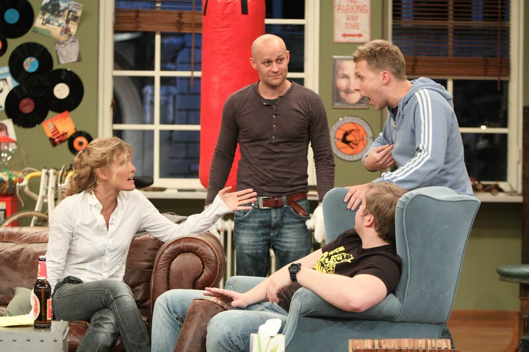 Martin (2.v.r.), Oliver (r.) und Tanja (l.) sind sich noch nicht einig, in welchen Masse, wer Jürgen (2.v.l.) unterstützen soll ... - Bildquelle: Frank Hempel SAT.1
