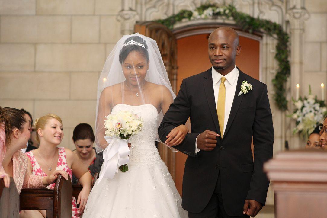 Nach und nach kann sich Sam (Taye Diggs, r.) für seine Tochter Maya (Geffri Maya, l.) freuen und steht ihr an ihrem großen Tag zur Seite ... - Bildquelle: ABC Studios