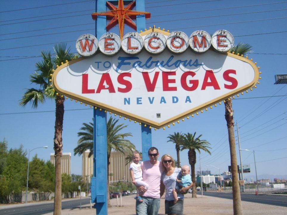 Massimo Krayer (28) ist der Musikproduzent in Las Vegas - zumindest in seinen Träumen. Zusammen mit seiner Frau Justyna (25) und den zwei kleinen K... - Bildquelle: kabel eins