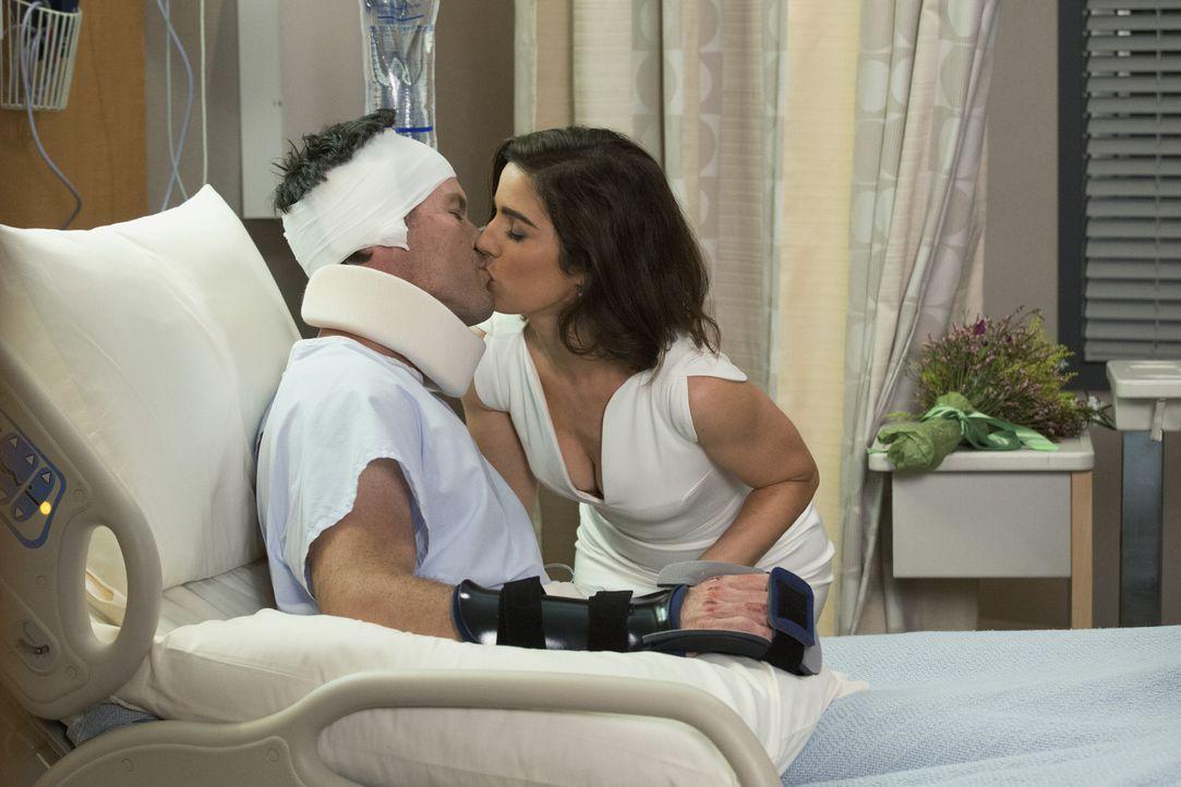 Die vorgezogene Hochzeit von Marisol (Ana Ortiz, r.) und Nick (Mark Deklin, l.) weckt bei Opal einige alte Erinnerungen ... - Bildquelle: 2014 ABC Studios
