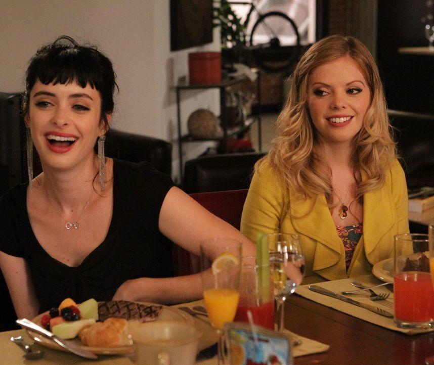 Ihre Neugier treibt Chloe (Krysten Ritter, l.) und June (Dreama Walker, r.) zu ihrem ersten Mietertreffen, welches zu Junes Entsetzen schrecklich ve... - Bildquelle: 2012 American Broadcasting Companies. All rights reserved.