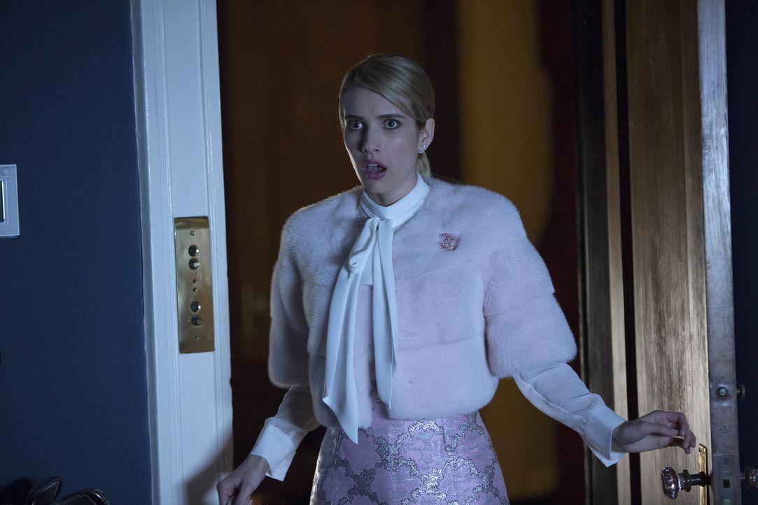 Ihr sonst so perfektes Leben als KKT Königin beginnt zu bröckeln: Chanel (Emma Roberts) ... - Bildquelle: Steve Dietl 2015 Fox and its related entities.  All rights reserved.