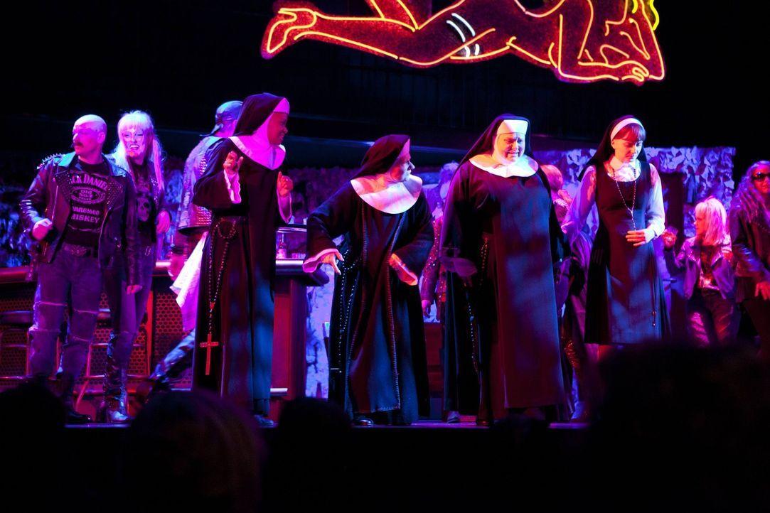 """Die STAG legt einen grandiosen Auftritt mit dem """"Sister-Act""""-Ensemble hin ... - Bildquelle: David Saretzki SAT.1"""
