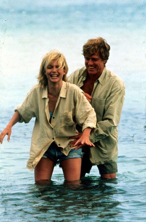 Auch privat kommen sich Sally (Michelle Pfeiffer, l.) und Warren (Robert Redford, r.) näher - doch ihre Liebe hat keine Zukunft ... - Bildquelle: Buena Vista Pictures
