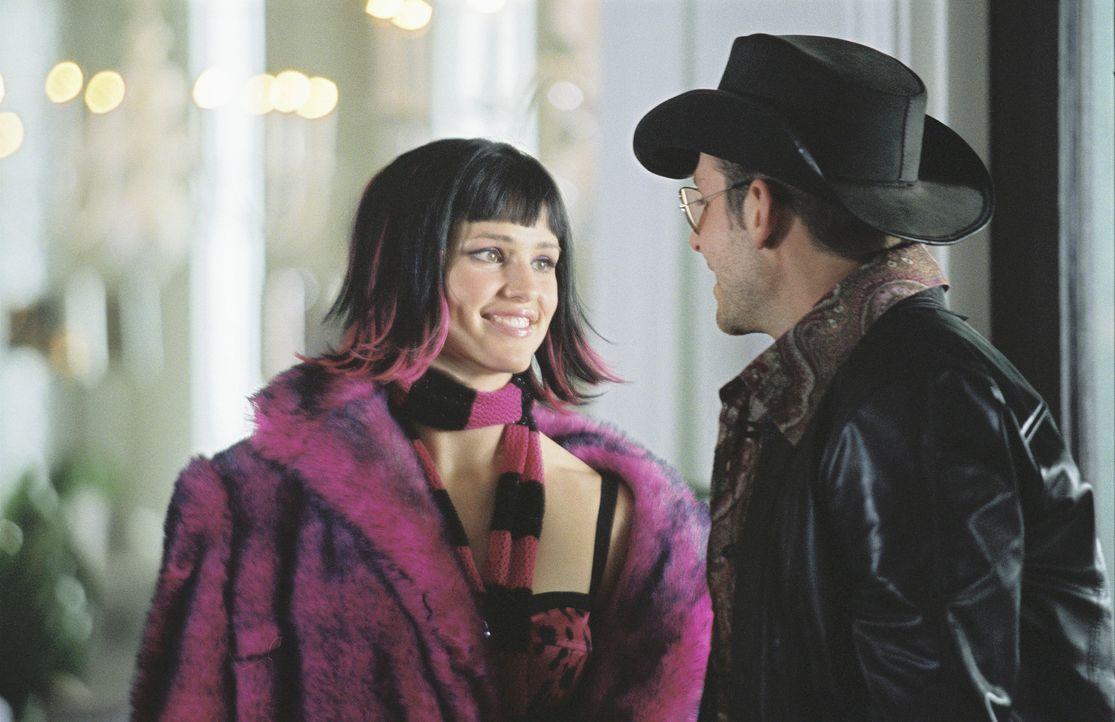 Um nicht entdeckt zu werden, verkleiden sich Sydney (Jennifer Garner, l.) und Will (Bradley Cooper, r.) als Rockstars ... - Bildquelle: Touchstone Television