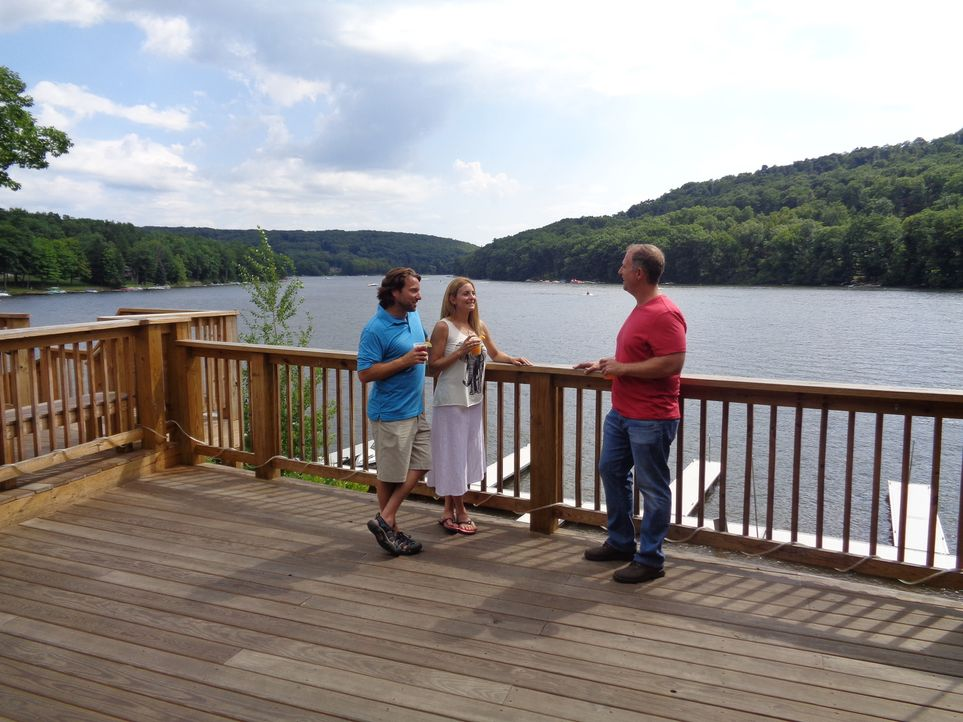 Marni (M.) und Andy (l.) kenn sich schon ihr ganzes Leben lang und haben eine gemeinsame Schwäche für den Deep Creek Lake in Maryland, daher soll Im... - Bildquelle: 2015, HGTV/Scripps Networks, LLC. All Rights Reserved.