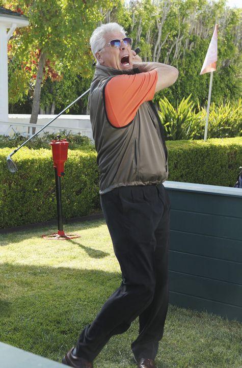 Nimmt Golfunterricht bei Bobby: Roger (Barry Bostwick) ... - Bildquelle: 2010 ABC INC.