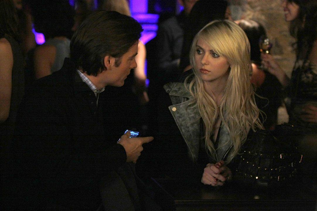 Nicht nur Damien (Kevin Zegers, l.), sondern auch Jenny (Taylor Momsen, r.) gefällt der Adrenalin-Kick beim Dealen. - Bildquelle: Warner Brothers