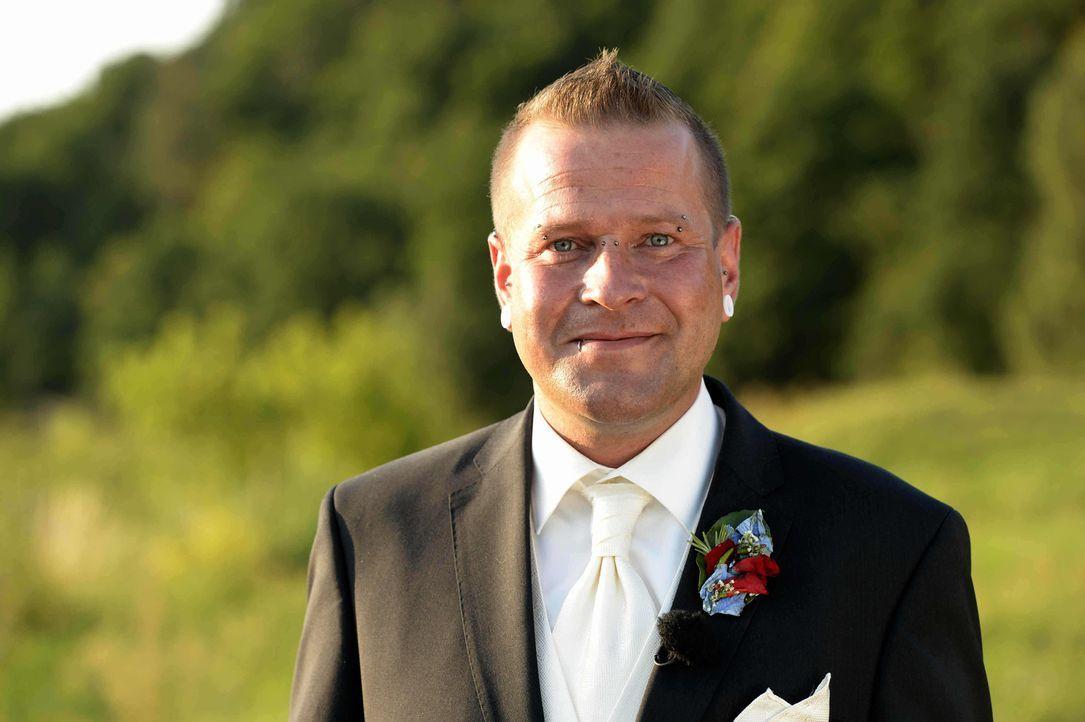 """Die große Liebe oder eine unmögliche Partnerschaft? Marko lässt sich auf das Experiment """"Hochzeit auf den ersten Blick"""" ein ... - Bildquelle: Christoph Assmann SAT.1"""
